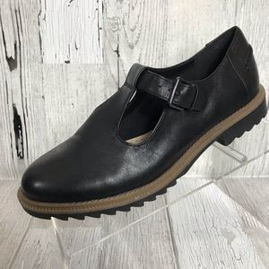 8cb6c75d862 Clarks · Clarks Somerset T-strap Flat Leather Shoes